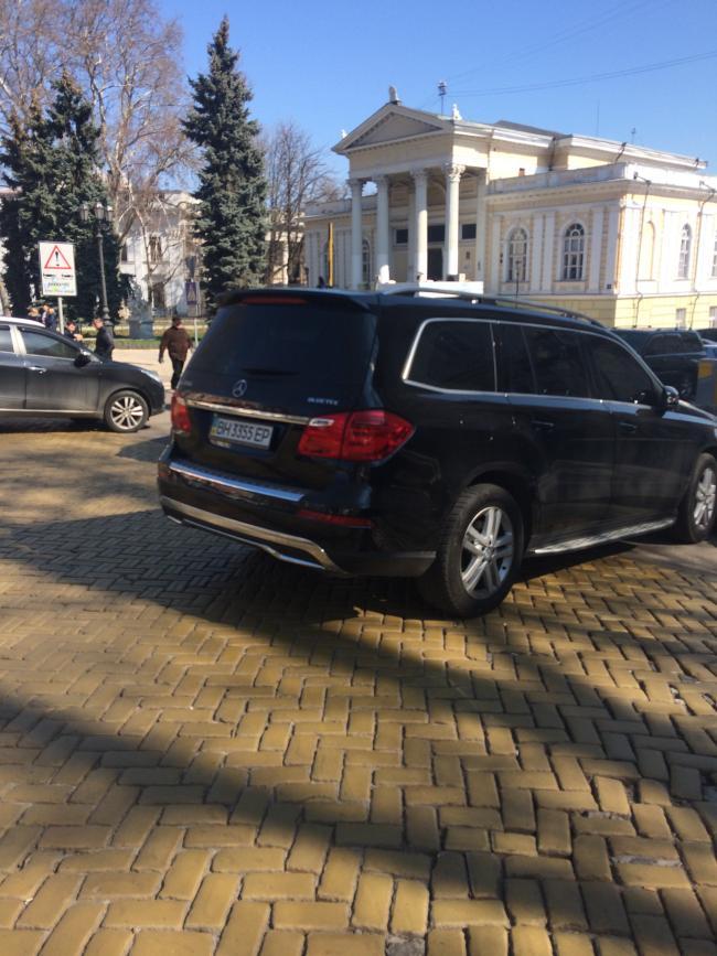 img_2437-650x867 Одесская полиция пиарится на обычных водителях: автомобили депутатов эвакуировать боятся (ФОТО, ВИДЕО)