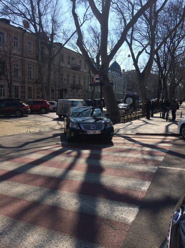 img_2440-650x867 Одесская полиция пиарится на обычных водителях: автомобили депутатов эвакуировать боятся (ФОТО, ВИДЕО)
