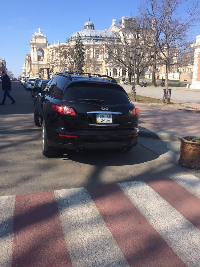 img_2441-650x867 Одесская полиция пиарится на обычных водителях: автомобили депутатов эвакуировать боятся (ФОТО, ВИДЕО)