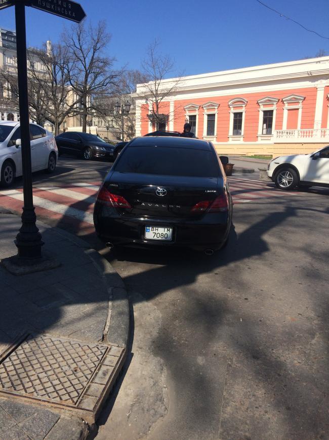 img_2442-650x867 Одесская полиция пиарится на обычных водителях: автомобили депутатов эвакуировать боятся (ФОТО, ВИДЕО)